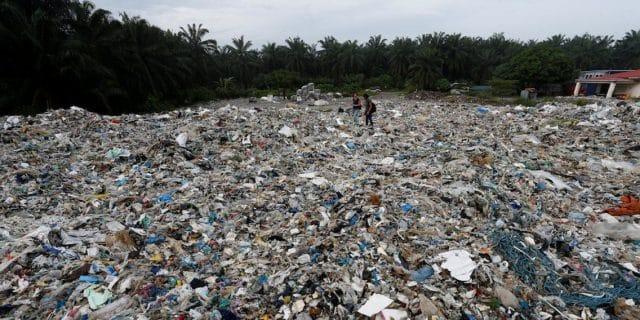Общество: Малайзия хочет вернуть 3300 тонн мусора в США, Великобританию, Канаду и Австралию