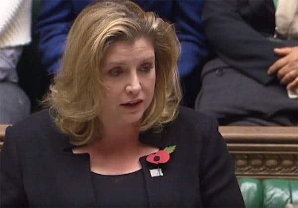 В мире: Впервые в истории женщина стала главой Минобороны Британии