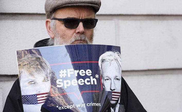 Общество: Bloomberg (США): почему Ассанж должен радоваться, если его выдадут Швеции