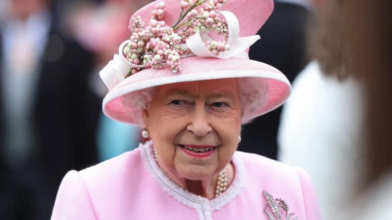 Общество: Елизавета II заработала почти $10 млн на своей любви к скачкам
