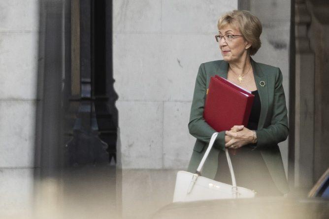 Общество: Из-за Brexit подала в отставку лидер Палаты общин Великобритании