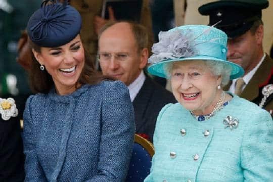 Знаменитости: Кейт Миддлтон хочет завести четвертого ребенка по примеру Елизаветы II