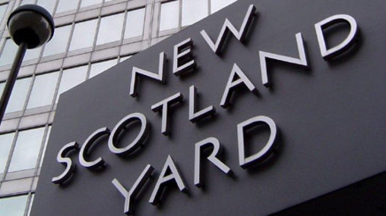 Общество: Британская полиция проверяет подозрительный предмет в правительственном здании