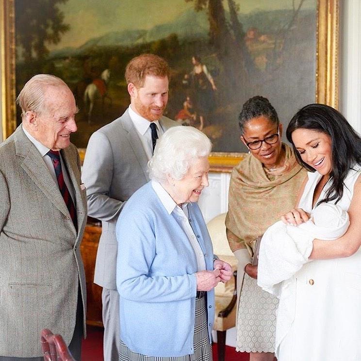 Принц Гарри и Меган Маркл потребовали от няни соблюдения секретности