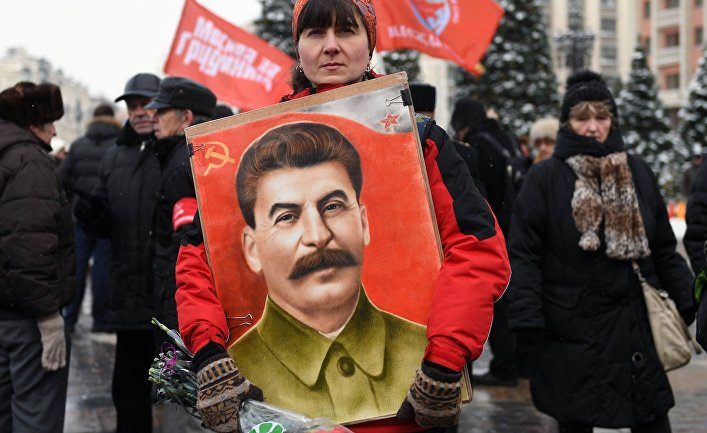 Политика: The Guardian (Великобритания): путинская Россия реабилитирует Сталина, но мы не должны этого допустить