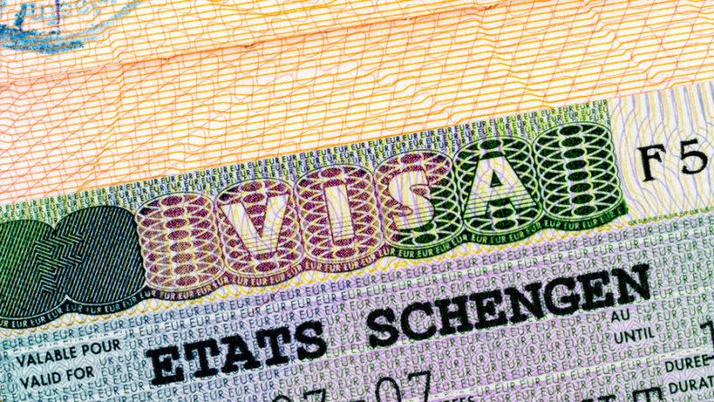 Общество: Российское посольство в Британии осудило невыдачу виз крымчанам