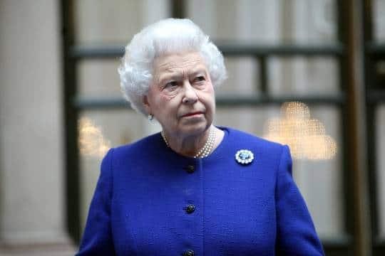 Знаменитости: Елизавета II может передать королевские обязанности принцу Чарльзу