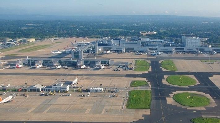 Общество: Аэропорт Гатвик в Лондоне приостановил рейсы из-за технического сбоя