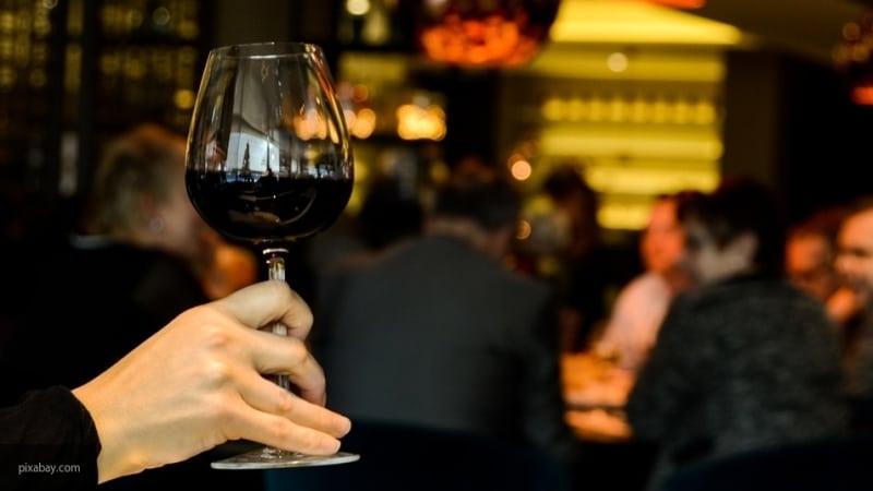 Общество: Британка узнала, что у нее рак благодаря бокалу вина