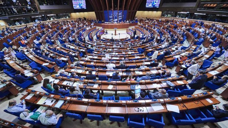 Политика: Покидающая ЕС Британия по привычке играет в гаранта мира и требует ограничить РФ в ПАСЕ