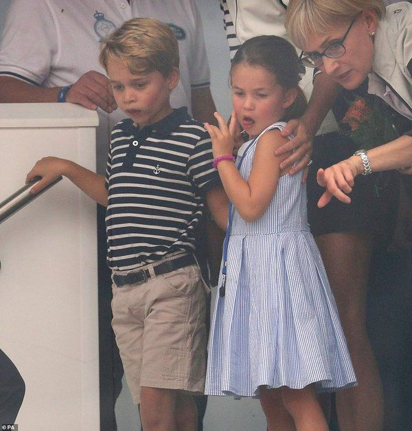 17059640-7336317-Prince_George_and_Princess_Charlotte_watch_on_as_the_Regatta_too-m-92_1565288079569.jpg
