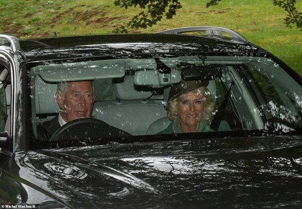 Общество: 17151496-7346077-The_Prince_of_Wales_drove_himself_and_the_Duchess_of_Cornwall_to-a-43_1565523519134.jpg