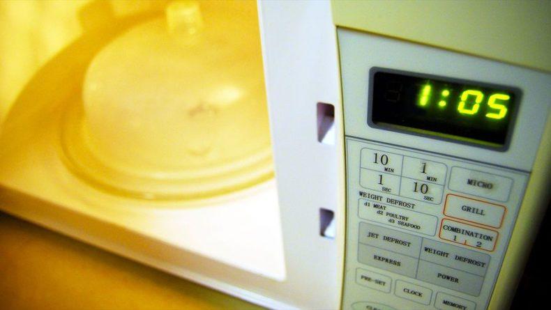 Общество: Британка едва не лишилась зрения, сварив яйца по рецепту из интернета