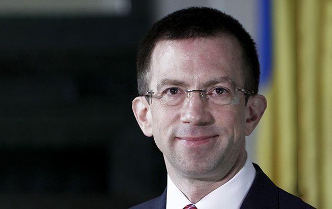Общество: Великобритания пока не готова вести диалог с Украиной по безвизу, – МИД