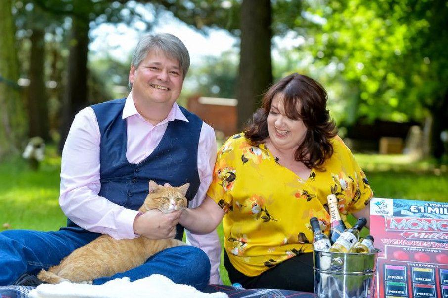 Общество: В Британии кот принес миллион фунтов своим хозяевам