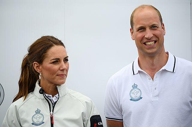 В сети обсуждают полет Кейт Миддлтон и принца Уильяма с детьми бюджетным авиарейсом