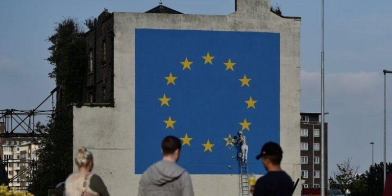 Общество: ВБритании закрасили граффити Бэнкси, посвященное Brexit— фото