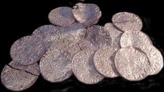 Общество: В Англии нашли 2,5 тысячи монет XI века. Клад оценили в £5 млн