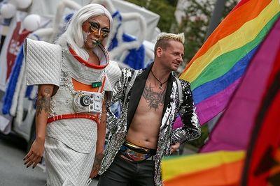 Общество: ЛГБТ-движение раскололось