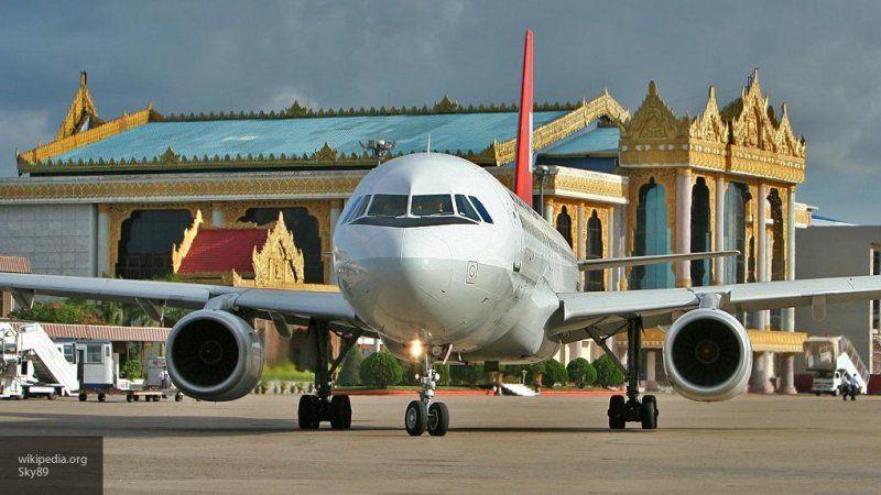 Китаянка открыла аварийный выход самолета, чтобы проветрить салон