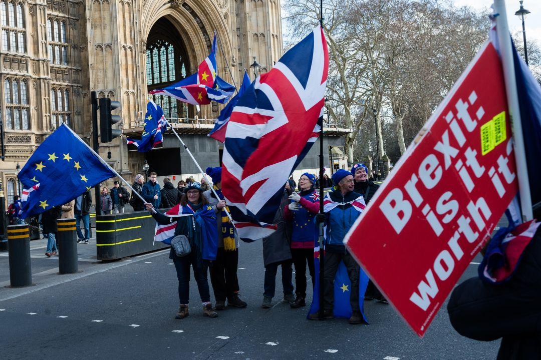 Консерваторы массово покинули парламент Британии после принятия поправки по Brexit