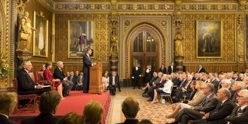 Общество: Консерваторы массово покинули парламент Британии после принятия поправки по Brexit