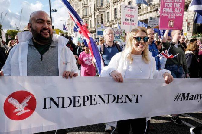 Общество: Письмо с требованием проведения повторного референдума собрало 250 тысяч подписей