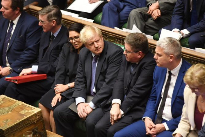 Общество: Парламент проголосовал против рассмотрения сделки Джонсона в трехдневный срок