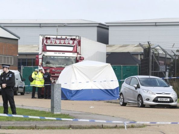 Общество: Британская полиция подтвердила гражданство погибших в грузовике