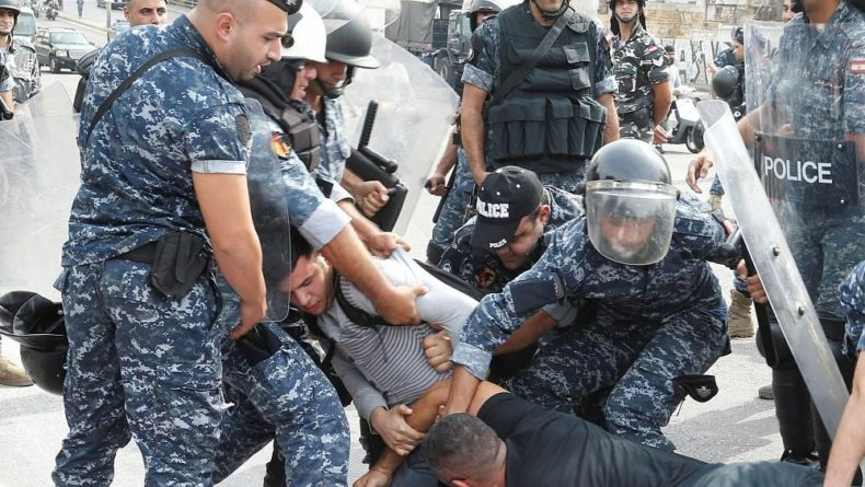 Общество: Волна протестов в Ливане не спадает