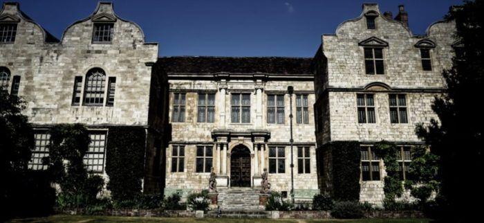 Общество: Хэллоуин: британские дома с привидениями дорожают на 150%. …