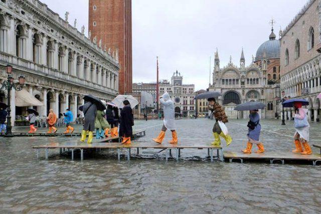 Общество: В Венеции настоящая катастрофа: более 80% суши находится под водой (ФОТО)