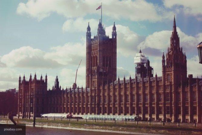 Общество: Мелания Трамп и герцогиня Кембриджская выделились на мероприятии в Букингемском дворце