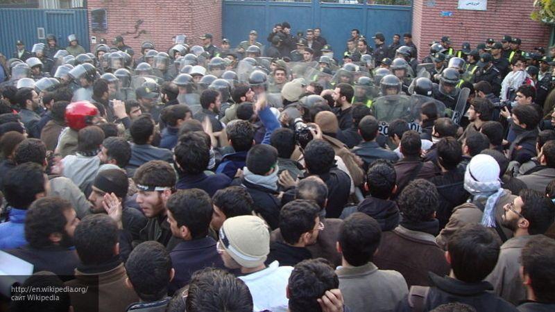 """Курбанов: Британия решилась на участие в беспорядках, чтобы сделать Иран """"послушным"""""""
