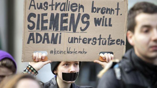 Общество: The Times: Грета Тунберг науськивает армию подростков наSiemens