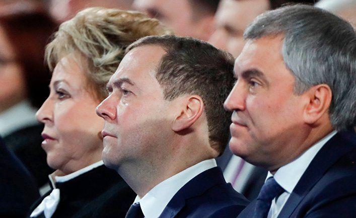 Общество: The Independent (Великобритания): Дмитрий Медведев и российское правительство уходят в отставку, Путин назначил премьер-министра в Совет безопасности