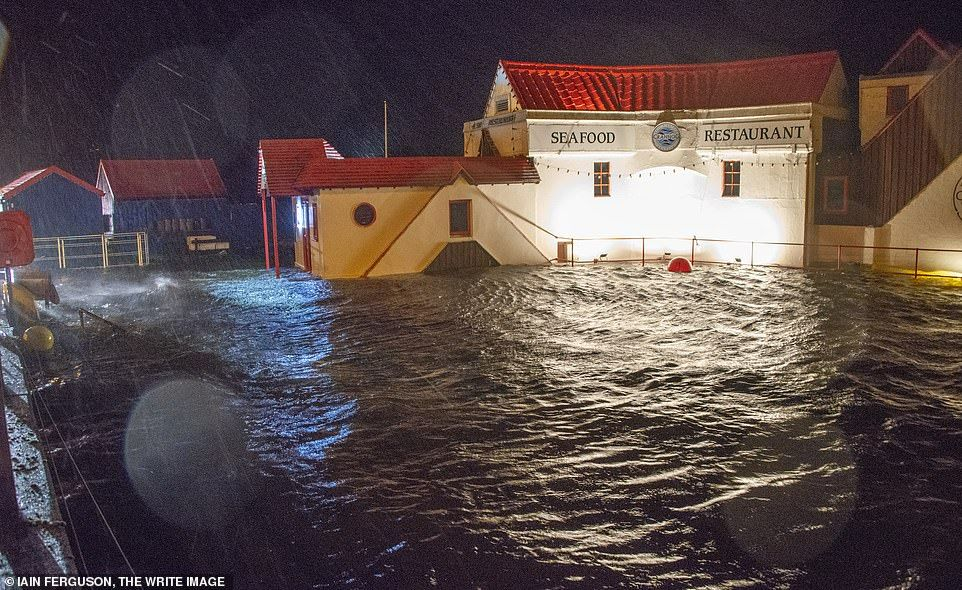 23374488-7884009-Severe_weather_caused_chaos_at_Fort_William_in_the_Highlands_yes-a-5_1578991435338.jpg