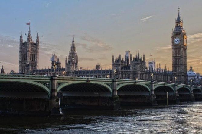 Общество: Парламент Великобритании окончательно одобрил Brexit