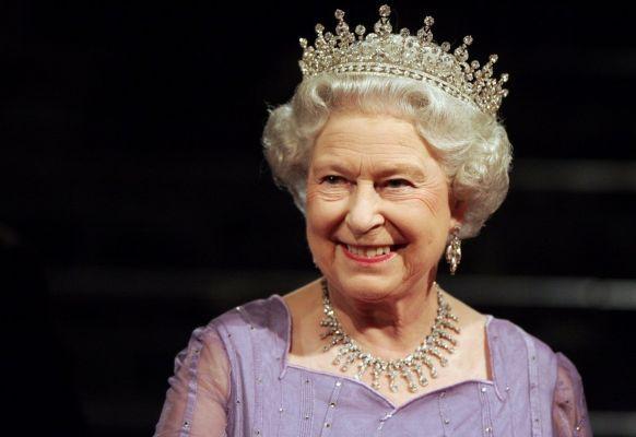 Общество: Королева Елизавета подписала документ оБрексите