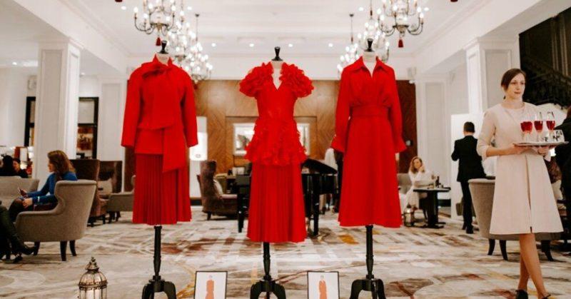 "Общество: Grand Hotel Kempinski Riga празднует 10 летний юбилей амбассадора бренда ""LADY IN RED"" («Дама в красном»)"