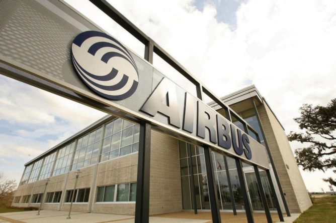 Общество: Авиастроительная компания Airbus выплатит $4 млрд по делу о взятках