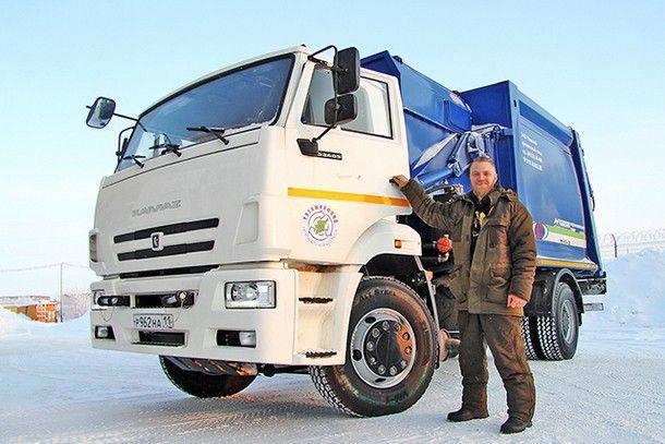 Так и живем: один день из жизни водителя мусоровоза в Воркуте