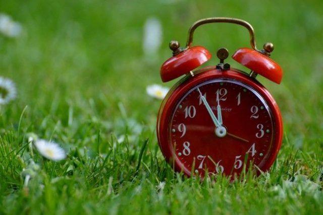 Общество: Переход на летнее время-2020: когда и в какую сторону украинцам нужно будет перевести стрелки часов
