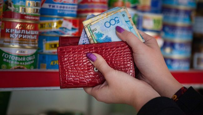 Общество: Признак нищеты: почти половину доходов казахстанцы тратят наеду