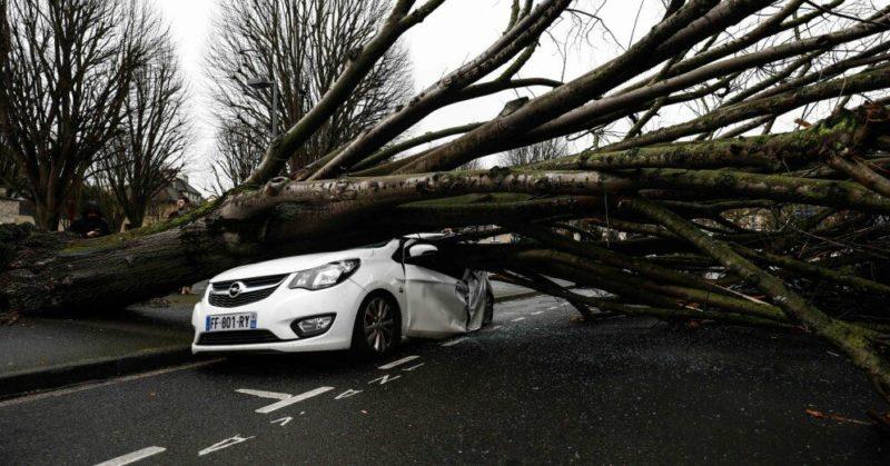 """Общество: ФОТО. На Британию обрушился шторм """"Деннис"""". В Англии — рекордные потопы"""