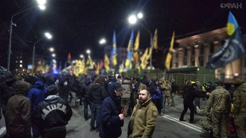 Общество: Клинцевич обвинил обстрелявших посольство РФ в Киеве в распространении коронавируса