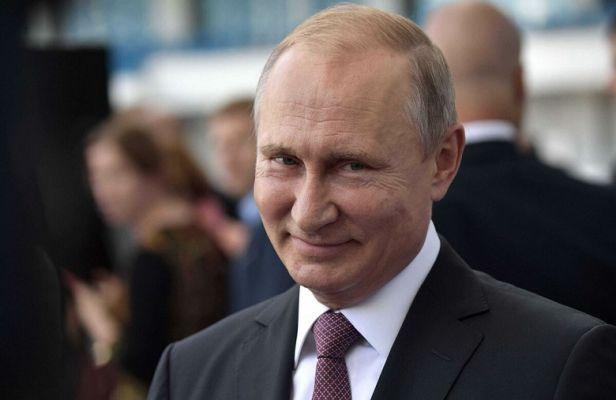 Общество: «Путинская эпоха»: какие записи в Конституцию России взбесили неолибералов?