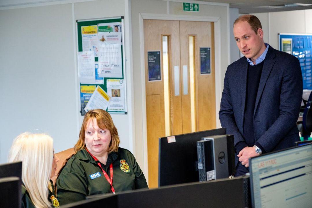 Поблагодарили сотрудников: Кейт Миддлтон и принц Уильям посетили колл-центр скорой помощи в Лондоне (ФОТО)
