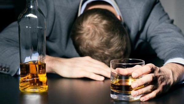 Общество: В Британии поняли: лечиться алкоголем от коронавируса бесполезно