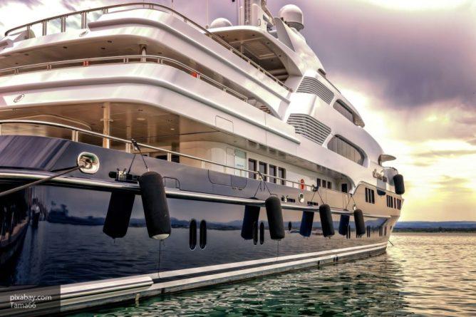 Общество: Пассажиров, застрявших на лайнере Zaandam из-за коронавируса, не выпускают из кают